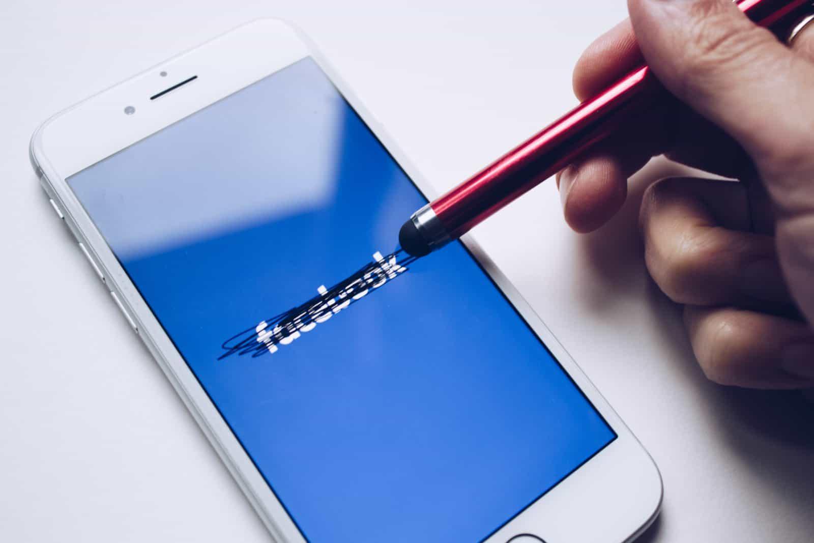 Domanda seria: ma a voi Facebook piace ancora?